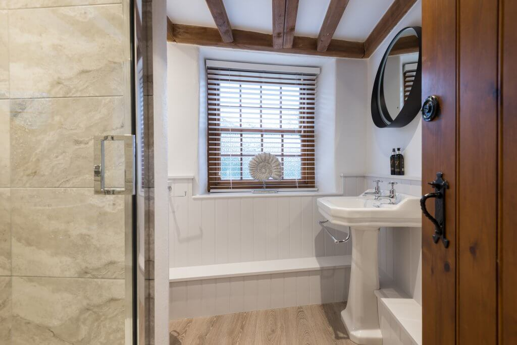 First and Last, Port Isaac, Cornwall, ensuite bathroom