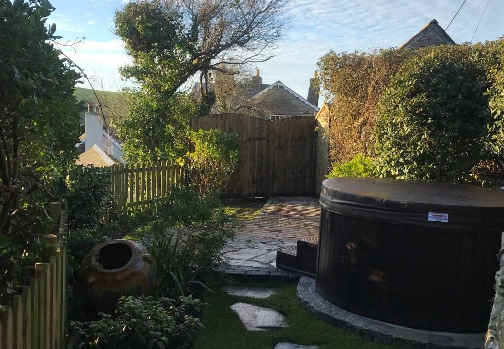 First and Last Cottage, Port Isaac, Cornwall, Garden and hot tub